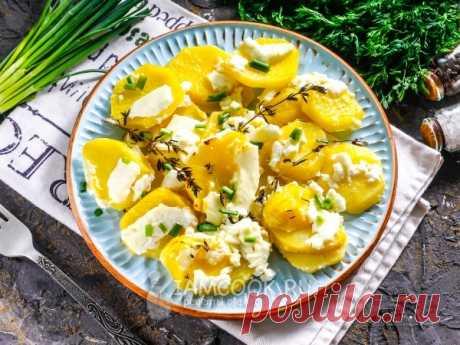 Картофель с брынзой в духовке. Обязательно попробуйте запечь картошку с брынзой в духовке - блюдо получается сочным, а брынза при запекании расплавляется и тянется.