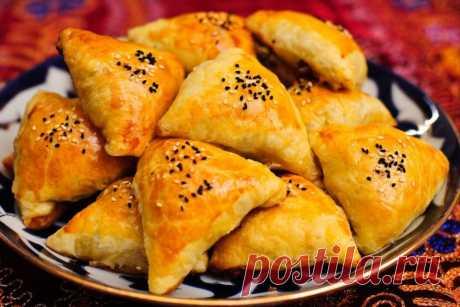 Самса узбекская слоеная. Панированные шашлычки из курицы         Самса узбекская слоеная Вкусная, слоеная, сочная и сытная самса понравится всем без исключения. Сохрани себе! Ингредиенты: Мука — 4 стак. Яйцо — 1 шт. Вода (кипяток) — 1 стак. Масло сливочное …