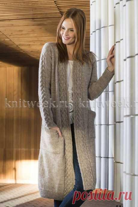 Роскошная модель длинного кардигана спицами для женщин, с карманами и узором из жгутов