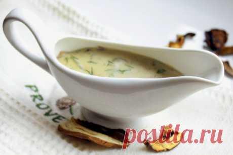Соус из сушеных белых грибов =Ингредиенты сушеные белые грибы1 горсть лук1 шт. сметана2-3 ст.л. мука3 ст.л. сливочное масло75 г соль, молотый перецпо вкусу зелень укропапо вкусу