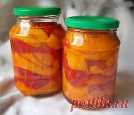 """Салат """"Просто гениальный"""" - 1 кг. - капусты  - 1 кг. - помидор  - 1 кг. - огурчиков  - 1 кг. - сладкого перчика  -1 кг. морковки  Если чего-то из овощей нет —— то берете 2 кг. другого овоща.  == Всё порезать как на салатик, морковку на терке.   овощи смешать.  И туда добавить:  -раст. масло -200гр.  -уксуса 9% 200 гр.  -соль - 8 ч. ло -сахарок - 16 ч. л  Все перемешать. Поставить на огонь и до кипения. И кипятить ровно 2 мин.  Сразу разложить по банкам,закатать,укутать"""