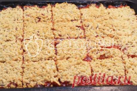 Las galletas rápidas con la mermelada de frambuesa