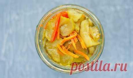Салат из огурцов и моркови на зиму - Лайфхакер