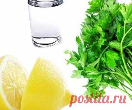 Задержка жидкостей в организме: лекарство из петрушки и лимона Задержка жидкости — нарушение обмена веществ, достаточно часто встречающееся у женщин.