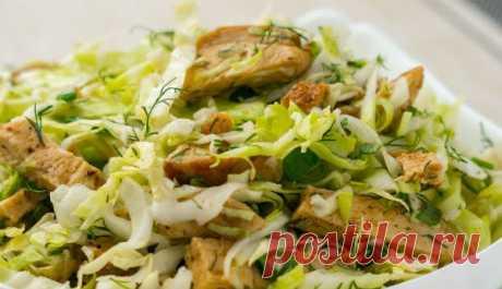 Салат «Короли и капуста»: бесподобный рецепт мясного салата из доступных продуктов без майонеза - Любимые рецепты Представляем вам рецепт простого мясного салата с молодой капустой. Получается он очень вкусным, сытным и невероятно свежим. Для заправки салата мы будем использовать интересный соус с горчицей. Он придаст блюду особенный шарм и вкус.