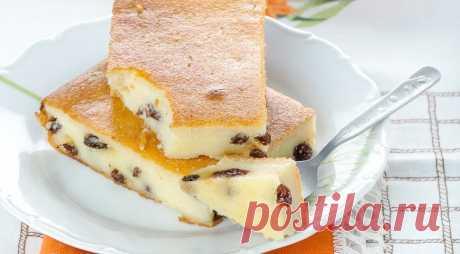 Творожная запеканка  Калорийность на 100грамм: 94Ккал  Эта творожная запеканка - отличная находка для тех, кто не представляет свою жизнь без десертов. Легкая и вкусная, она станет прекрасной заменой пирогам и тортикам. Попробуйте!  Количество порций: 3-4 порции  Ингредиенты:  • Творог обезжиренный - 300 грамм • Крупа манная - 70 грамм • Ягоды свежие или замороженные (вишня, клубника, малина и т.д.) - 370 грамм • Яйцо - 1 штука • Сода - чайной ложки  Приготовлени...