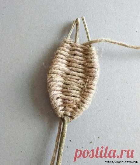 Декоративные листики из веточек и шпагата