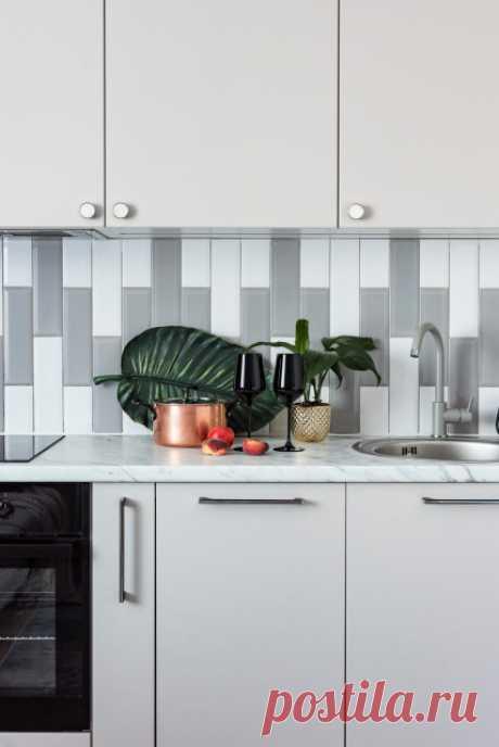 Просто фото: 23 идеи, как уложить плитку кухонного фартука Необычная раскладка плитки, которую может повторить каждый