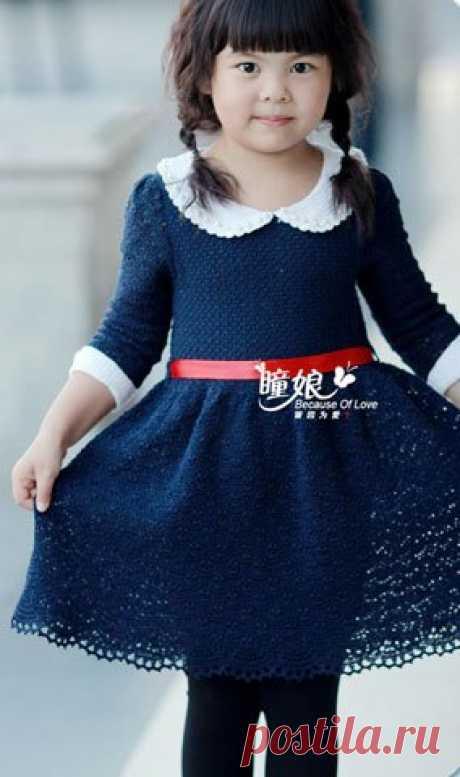Стильное платье для девочки Красивое платье для девочки, украшено контрастного цвета воротником и манжетами.
