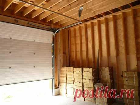 8 строительных материалов, которые идеально подойдут для отделки стены в гараже Для автолюбителей, проводящих много времени в гараже, рядом со своим «железным конем», важно внутреннее убранство помещения.