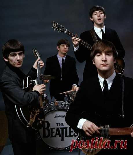 ... ... Сегодня 16 января - Всемирный день «The Beatles».   Сегодня, 16 января, из колонок и наушников настоящих меломанов звучат «Yesterday», «Yellow Submarine», «Let It Be» и другие творения одной из самых популярных музыкальных групп всех времен и народов — легендарной четверки из Ливерпуля. С 2001 года по решению ЮНЕСКО 16 января отмечается Всемирный день «The Beatles» (World Beatles Day).  Дата, конечно, выбрана не случайно. 16 января 1957 года в Ливерпуле открылся кл...