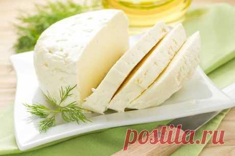 Очень вкусный сыр — сулугуни, готовится легко и быстро!  на 100грамм - 80.94 ккал Б/Ж/У - 4.23/5.3/3.94  Ингредиенты:  1 л. молока 1 ст. л. соли 200 мл. сметаны 3 яйца   Приготовление:  В молоко добавить соль и закипятить Пока молоко закипает... Смешиваем сметану с яйцами... Выливаем в кипящее молоко... и медленно помешиваем... Не переживайте, если сразу не появляются хлопья, они начнут быстро появляться после закипания... кипятим 3-4 минуты, как только все свернулось... в...
