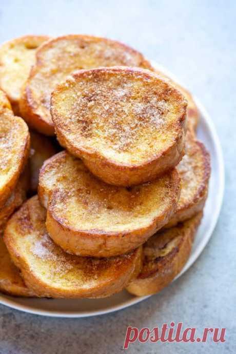 👌 Нежные гренки по-испански - отличный завтрак, рецепты с фото Вкусный рецепт Нежные гренки по-испански - отличный завтрак, пошаговый, с фото и отзывами 👍 Гренки сладкие, Гренки с яйцом, Блюда из хлеба, Быстрый завтрак, Гренки, Рецепты завтраков, Рецепты с молоком