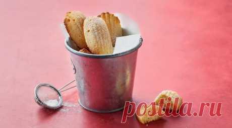 Культовое французское печенье Мадлен - ПУТЕШЕСТВУЙ ПО САЙТУ. Мадлен – культовое французское печенье, которое можно купить в любой кондитерской этой страны. Вариантов печенья много – и с лимоном, и с орехами, и даже с чаем матча, неизменным остается форма в виде раковины и характерный нежный, сливочный вкус. ИНГРЕДИЕНТЫ 1 стакан муки 120 г + 3 ст. л. сливочного …
