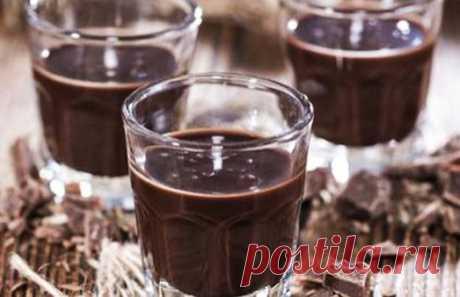Вкусный и модный напиток: шоколадное вино Настоящие гурманы знают толк не только в еде, но и в напитках. Многие ценят вино, и есть такие его сорта, которые удивят любого. Например, обязательно стоит попробовать необычное шоколадное вино. ЧТО …