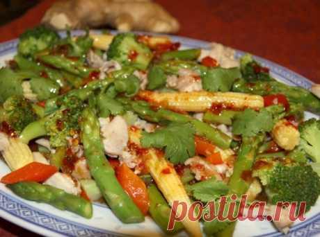 Самые необычные салаты Тайский салат из курицы со спаржей.