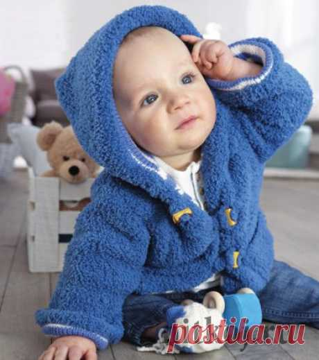 Мягкое пальто спицами малышу
