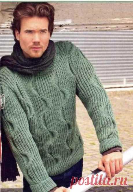 Пуловер, связанный полупатентным узором