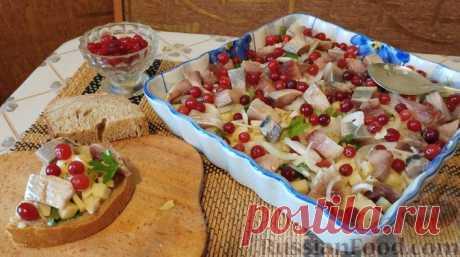 Закусочный салат с селёдкой, картофелем и клюквой