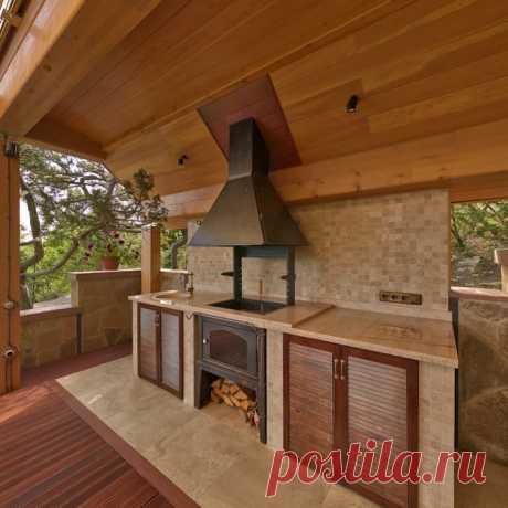 Банный дом : tерраса в . автор – pavelchik design | homify