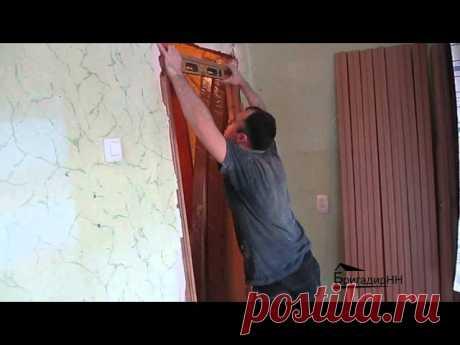 La instalación del quicio de la puerta por las manos