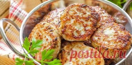 Куриные котлеты — 11 вкусных рецептов приготовления Котлеты из куриного фарша – это одно из самых распространенных блюд, подаваемых на обед или на ужин в каждой семье. Во-первых, куриные котлеты могут быть очень вариативными, и приготовлены по-разному, а во-вторых, они очень сытные и для их готовки не требуется приложения особых усилий.