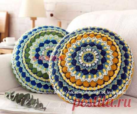 Диванная подушка из круглого мотива Вязаная крючком диванная декоративная подушка из круглого мотива. Схема