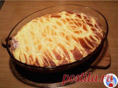 El tostado CASEOSO Sin TORMENTO. Hasta más vale MOROZHENNOGO.\u000aLos ingredientes:\u000aEl requesón – 500\u000aLos huevos – 5 piezas\u000aEl aceite de crema o la margarina – 50\u000aLas pasas – por gusto.\u000aLa capa exterior de la cáscara de los agrios – de un limón.\u000aManka – 1 art. la cuchara con gorochkoy.\u000aEl azúcar – 100\u000aLa crema agria – 50\u000aLa preparación:\u000aLas yemas separar de los proteínas, añadir 50г del azúcar, batir por el mezclador. Añadir el aceite ablandado, las pasas y la capa exterior de la cáscara de los agrios de limón, manku - mezclar, añadir el requesón y de nuevo batir. \u000aMás de grano fino será el requesón, más con ternura a suelo...