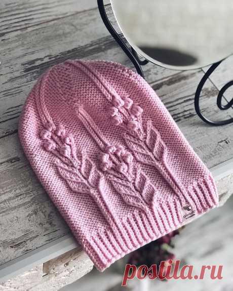 Очень красивая шапочка. Какие цветочки! ВИДЕО. Романтический рельефный узор на изнаночной глади