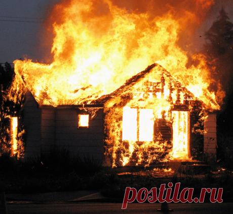 Загородный дом и защита от пожара: что нужно делать, чтобы дом сгорел Владельцам загородных домов или дач необходимо придерживаться простейших противопожарных правил, чтобы не столкнутся с необратимыми последствиями.