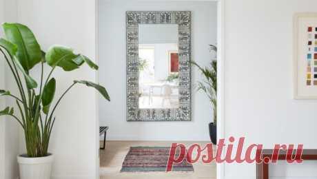 Зеркало в прихожей: 25 стильных решений Зеркало в прихожей — не только предмет  первой необходимости, но и, как правило, главный элемент декора. Ищем вдохновение в проектах отечественных и зарубежных дизайнеров