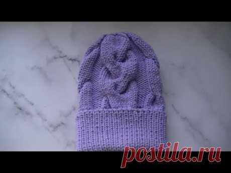 Вяжем шапку с объемными косами.