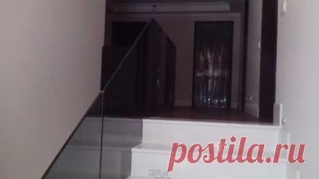 Изготовление лестниц, ограждений, перил Маршаг – Черные стеклянные ограждения с установкой