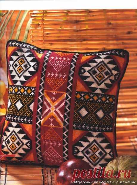 Подушка орнаментом