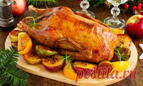 Рецепты гуся в духовке, чтобы мясо получилось мягким и сочным Доброго дня! Не знаю как у вас, но у меня гусь, запеченный в духовке — это коронное праздничное блюдо. Хотя