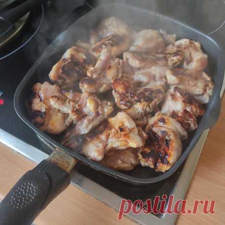 Шашлычки на сковородке. Мои детки очень любят, когда готовлю такое мясо. Пальчики оближешь | Свечи, мыло, жизнь моя! | Яндекс Дзен