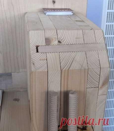 Технология соединения частей стеновой панели из дерева при помощи деревянных шпилек