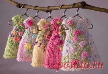 Вышивка на вязаной одежде.  #пряжа #купить_пряжу #купитьпряжу #вязание #крючком #спицами #рукоделие