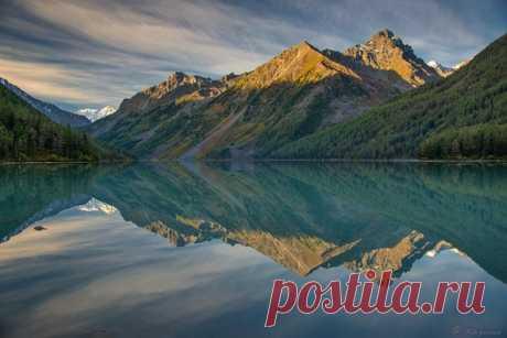 Вид на Большое Кучерлинское озеро в Горном Алтае. Автор фото – Светлана Казина: nat-geo.ru/photo/user/30896/