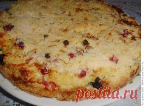 Насыпной пирог с творогом и ягодами