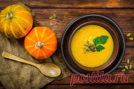 Мясной и классический рецепты супа-пюре из тыквы - В сезон свежих овощей список полезных блюд увеличивается в несколько раз. Семью можно побаловать вкусными овощными рагу, запеканками, супами и гарнирами. Один из них — суп-пюре из тыквы, рецепты приготовления... Read more »