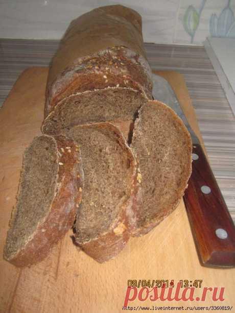 Черный хлеб с кофе и маком .