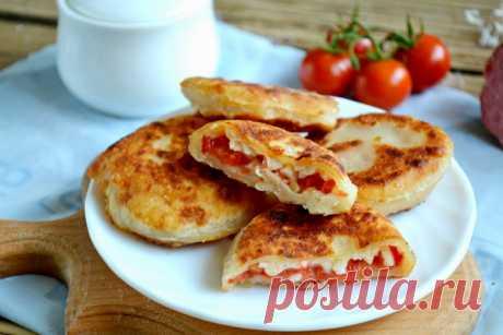 Пирожки бомбочки с помидорами и сыром - рецепт с фото