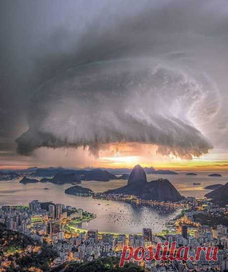 Потрясающий шторм в Рио 🇧🇷🖤