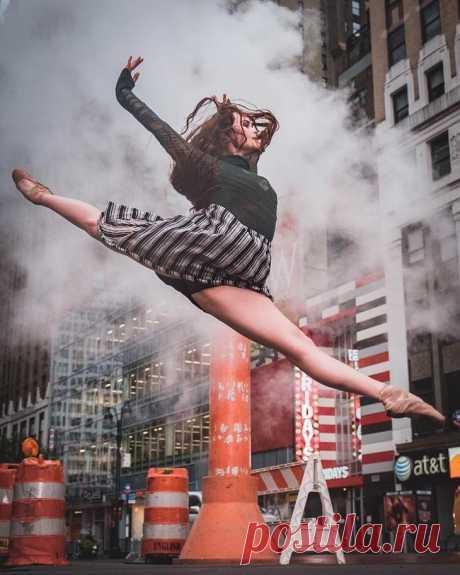 Фотографии профессиональных танцоров на улицах города