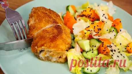 На филе выкладываю начинку и запекаю в духовке. Супер вкусные рулетики из курицы и баклажана!