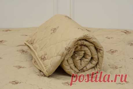 Какое одеяло лучше - овечья шерсть или бамбук? Сравнительные характеристики материалов. Шерстяное овечье и бамбуковое одеяло входят в одну ценовую категорию. Их относят к товарам с высокой и средней доступностью. Элитарной продукции среди них нет. В остальном эти постельные принадлежности кардинально отличаются друг от друга. У них разные потребительские свойства, и они проявляют себя с лучшей стороны в не схожих условиях. Сложно сказать, какое из них лучше, рассмотрим под...