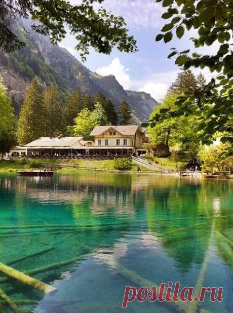 Восхитительное озеро Блау, Швейцария.
