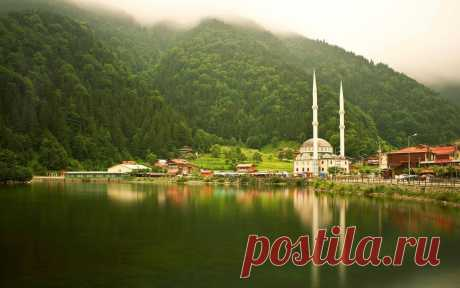 Мечеть у озера в Трабзоне.