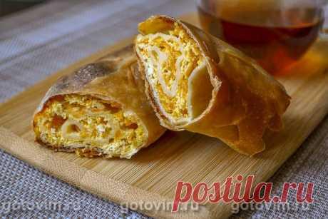 Вертута с тыквой и творогом. Рецепт с фото Вертута, наряду с плациндой, по праву считается визитной карточной молдавской кухни. Этот рулет из тонкого вытяжного теста с начинкой перед выпечкой укладывают в форму по спирали (в форме улитки). Начинка для вертуты может быть и сладкая, и соленая: тыква, орехи, яблоки, сыр, брынза, творог и даже мясо. В этом рецепте описано, как приготовить сладкую вертуту с творогом и тыквой.
